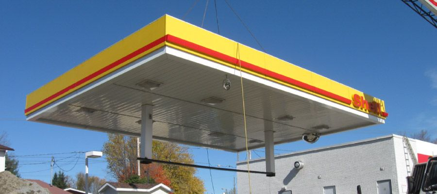 Construction of a Shell gas station
